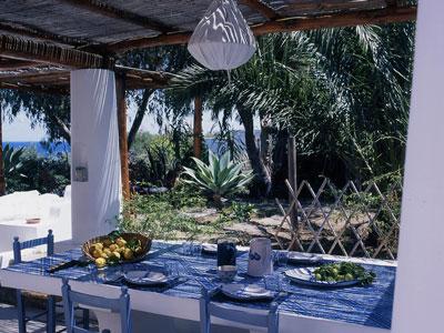 16 Guest House tavolo esterno
